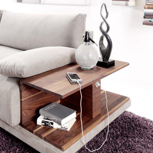 Detail - Schlafsofa Rivoli mit Stoff Hot Madisson - Nußbaum Ablage mit USB Stecker